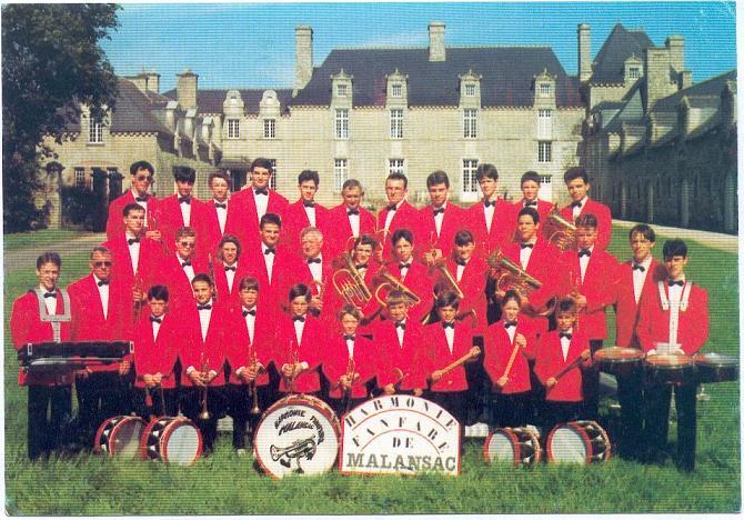 l`harmonie en vestes rouges
